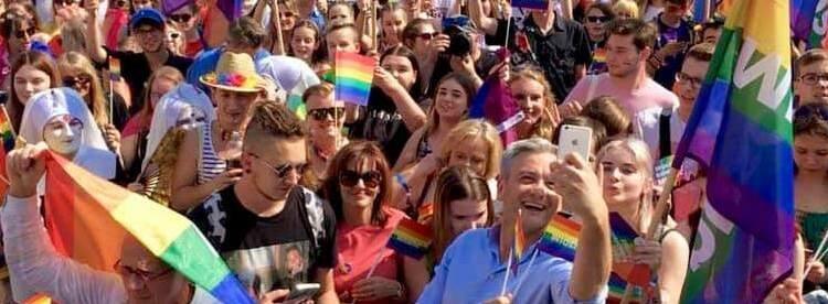 Risultati immagini per varsavia 80000 al gay pride immagini?