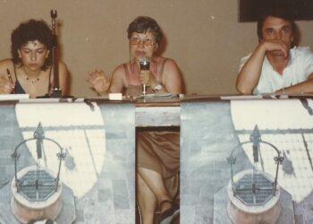 Lidia Menapace al dibattito bolognese, due giorni prima dell'inaugurazione del Cassero, tra Anna Maria Carloni e Franco Degli Esposti (26 maggio 1982) - Foto Archivio privato Franco Grillini